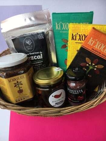 cesta gourmet 1, productos mexicanos, productos gourmet mexicanos, regalos corporativos, regalo dia del padre, salsa macha, mole,chocolate mexicano, sal de jamaica, gomitas de mezcal